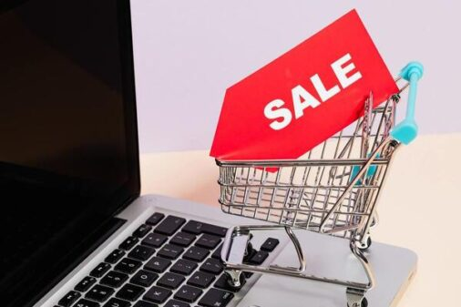 大学生はパソコンを安く購入できる
